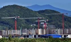 35 dźwigów wieżowych Liebherr na budowie rosyjskiej wioski olimpijskiej Soczi !
