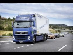 Experiment: un camion Volvo FH conduce un convoi automatizat!