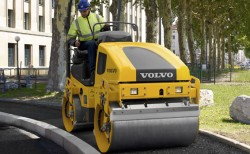 The Volvo DD25 asphalt compactor: the king of the road work !