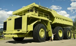 Loader, excavator, dumper, bulldozer, find out more about the biggest construction equipments in the world !