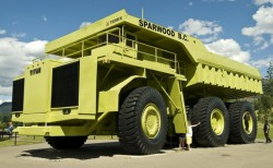 Pala, escavatore, dumper, bulldozer, scopri la più grossa macchina movimento terra del mondo!