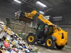 JCB commercializes a compact telescopic handler for the recycling industry : the JCB 527-58WM