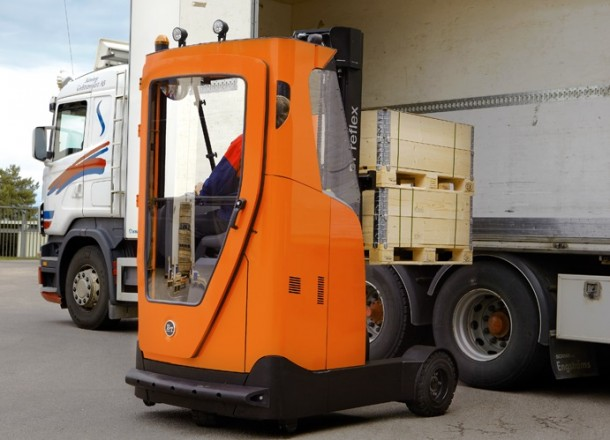 The BT Reflex O-series from Toyota Material Handling, at ease outside as well as inside !