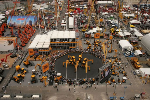 ConExpo 2014 : aerial platform and scissor lift on the Haulotte booth