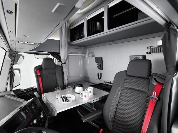 Nouvelle cabine maxispace pour le renault trucks t high for Interieur camion renault t