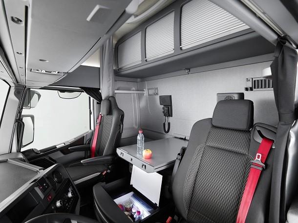 Nouvelle cabine maxispace pour le renault trucks t high for Renault gamme t interieur