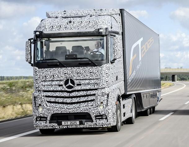 mercedes d voile son camion pilotage automatique le future truck 2025 nouveaut s poids. Black Bedroom Furniture Sets. Home Design Ideas