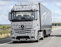 Mercedes unveils self-driving truck, the Future Truck 2025