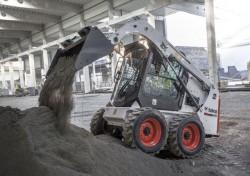 Bobcat lança sua nova pá carregadora compacta S450