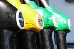 Топливо : курс падает, а цена растёт