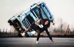 Volvo Trucks na trasie koncertowej piosenkarki w Europie