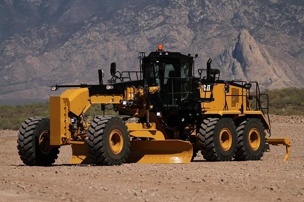 Caterpillar yeni greyderi 16M3'ü tanıtıyor