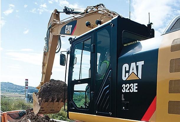 Caterpillar introduce i sistemi Cat Grade e Assist sui suoi escavatori 323 EL