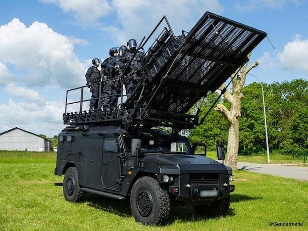 les nouveaux camions militaires sherpa light jug s trop chers pour le gign nouveaut s poids. Black Bedroom Furniture Sets. Home Design Ideas