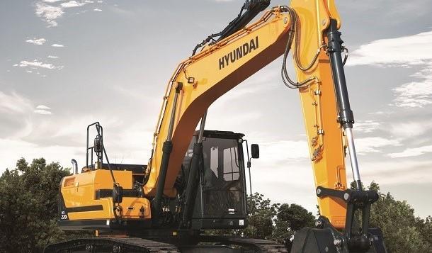 Hyundai prezintă noul său excavator hidraulic pe şenile HX220 L