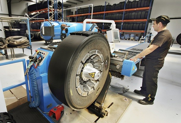 Bridgestone expands their Bandag retread tyres for buses and coaches
