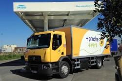 Renault Trucks livre son premier camion au GNV à La Poste