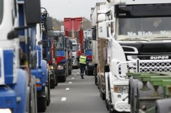 Loi Travail : les syndicats routiers appellent à la grève