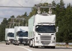 Scania vrachtwagens op een elektrische weg in Zweden