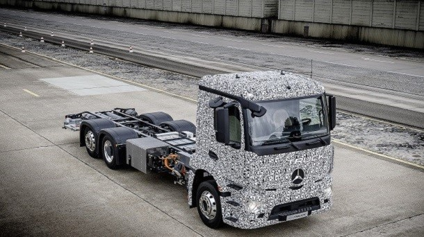Mercedes presenta il camion Urban eTruck 100% elettrico
