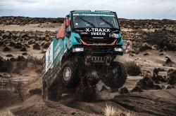 Uma vitória russa sobre um Dakar camião caótico