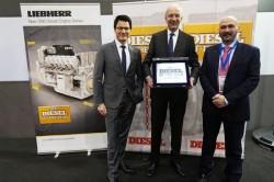 """Der Dieselmotor D9812 von Liebherr wurde als """"Motor des Jahres 2017"""" ausgezeichnet"""
