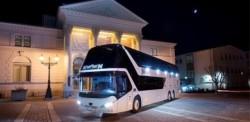 De Man Neoplan touringcar is veranderd in een artiestenbus