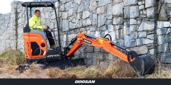 Doosan lance la DX17Z, une mini-pelle plus stable, robuste et confortable