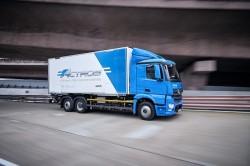Die ersten in Europa ausgelieferten Mercedes eActros Elektro-Lkws