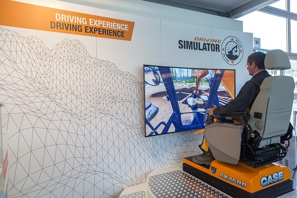 Case at Intermat 2018 : exhibitions, simulations and acrobatic productions