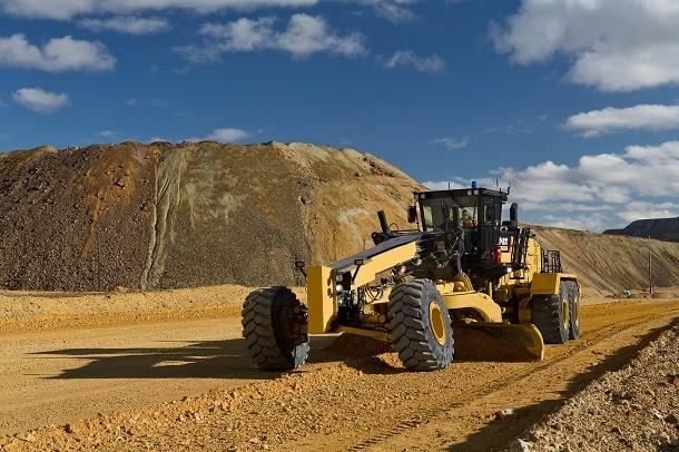 Een nieuwe CAT grader voor mijnbouwwegen