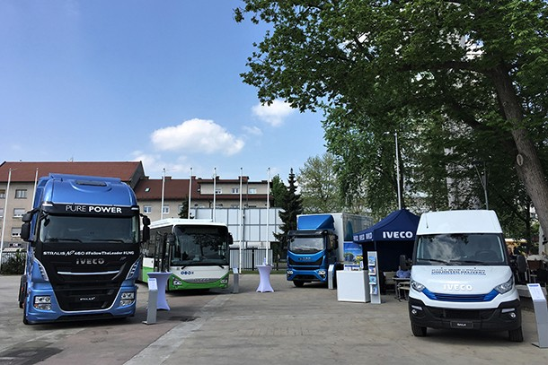 Iveco présente sa gamme de véhicules au gaz naturel devant des Ministres européens