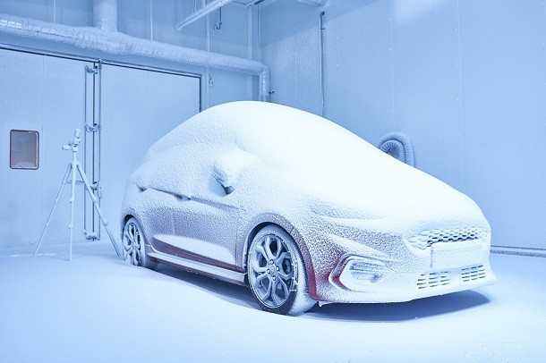 A unique proving center in the world : Ford recreates extreme climate conditions