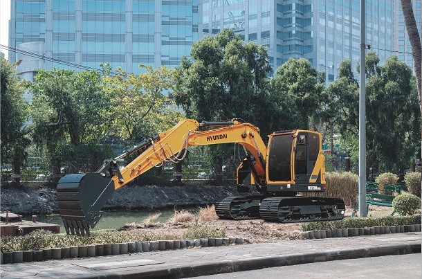 HX130 LCR, the new track excavator by Hyundai