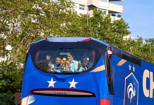 Un bus 100% français pour le retour des Bleus