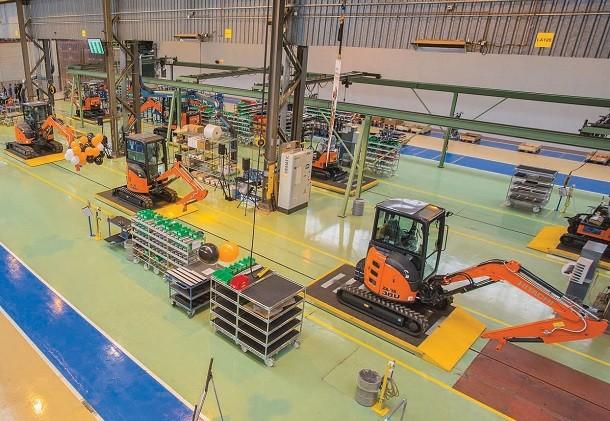 Hitachi zet vol in op minigravers in Europa