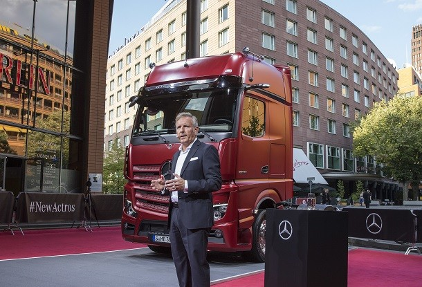 The new Actros without rear view mirrors !