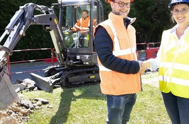 Un premier chantier pour la pelle compacte électrique Volvo ECR25