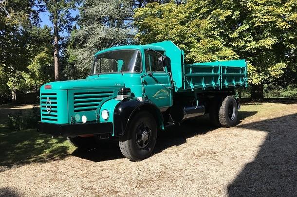 Epoqu'Auto: des camions de chantier Berliet exposés