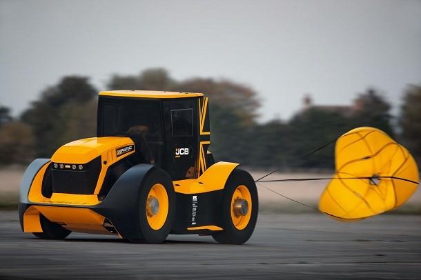 217,57 km/h pour le JCB Fastrac!
