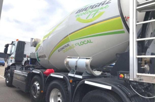 Un camion toupie béton alimenté au biogaz