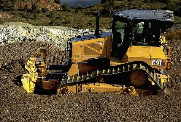 Le bulldozer CAT D6N fait place au nouveau D5