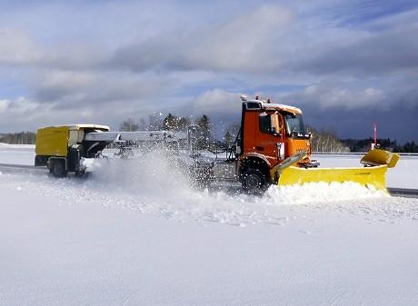 Arocs, il robot Mercedes-Benz che spazza la neve da solo