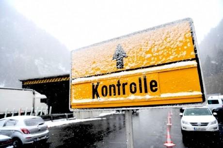 L'Austria chiude i confini agli italiani: misurazione della temperatura per gli autisti di camion
