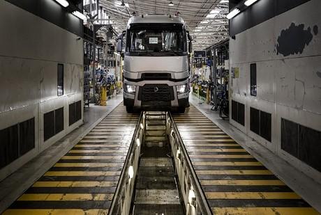 Covid-19: Renault Trucks chiude gli stabilimenti in Francia