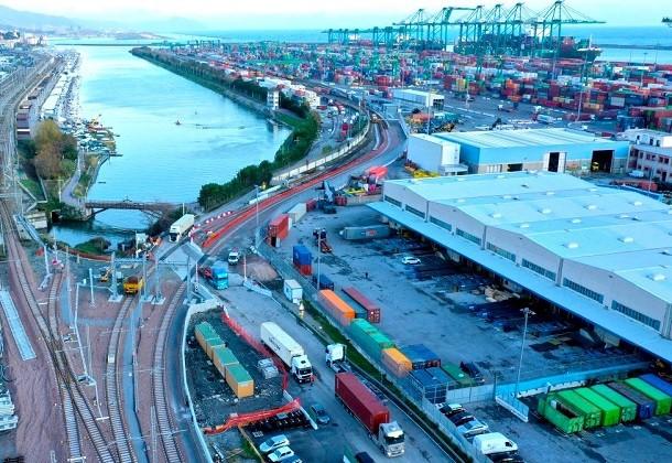Terminal PSA Genova Pra': installato monitor informativo dedicato agli autotrasportatori