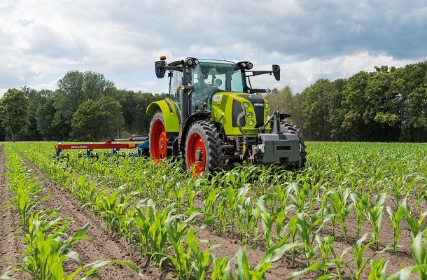 Claas présente sa nouvelle gamme de tracteurs Arion 400