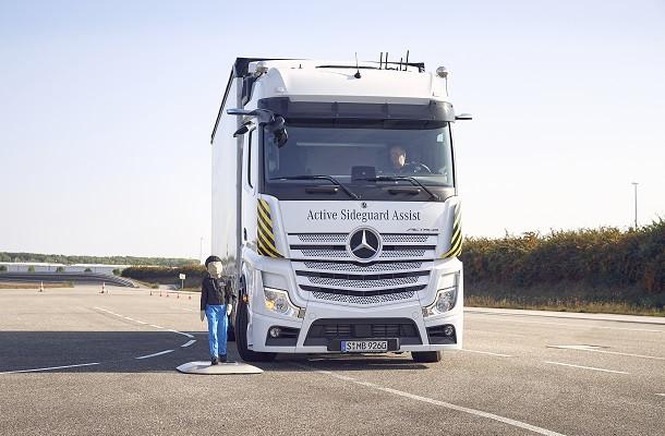 Mercedes-Benz innove pour une plus grande sécurité sur les routes
