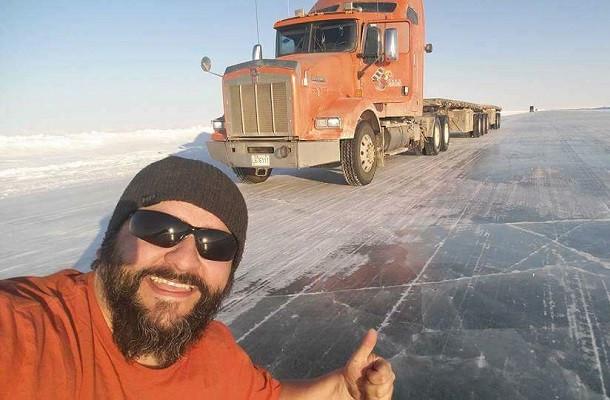 Interview: Steve. Conduire sur une route de glace!