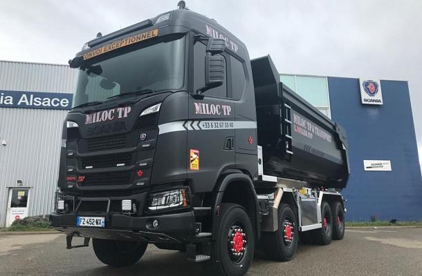 Miloc TP reçoit le 1er Scania V8 8x8